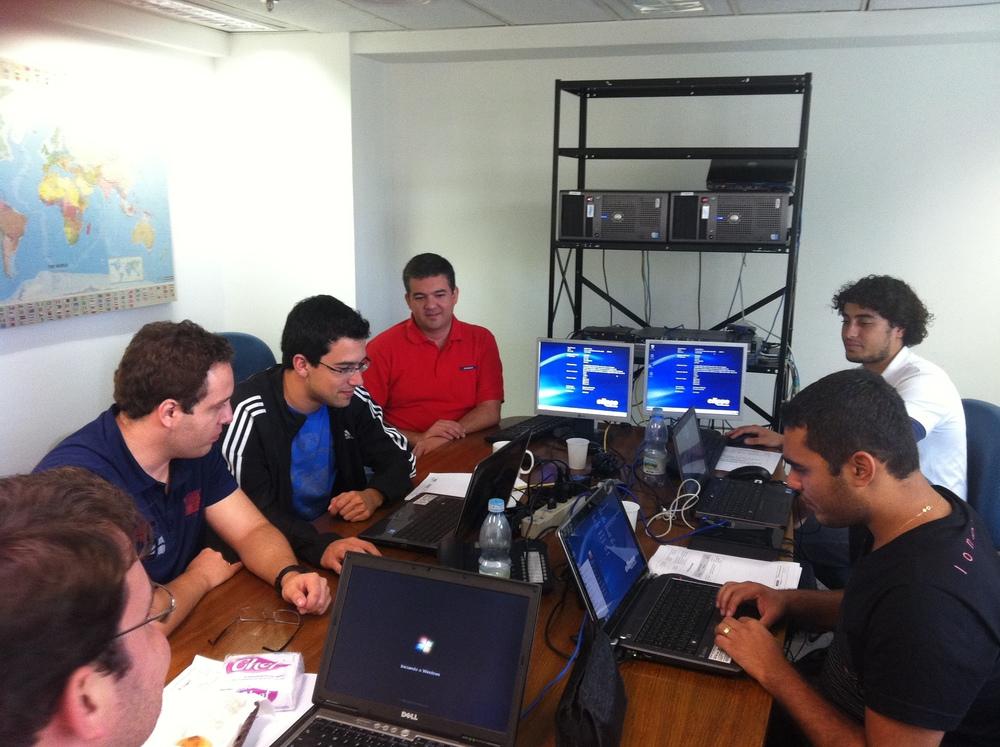 Testes de performance do Elipse E3 feitos pelaSAMARCO e IHM na sede da Elipse em 2011