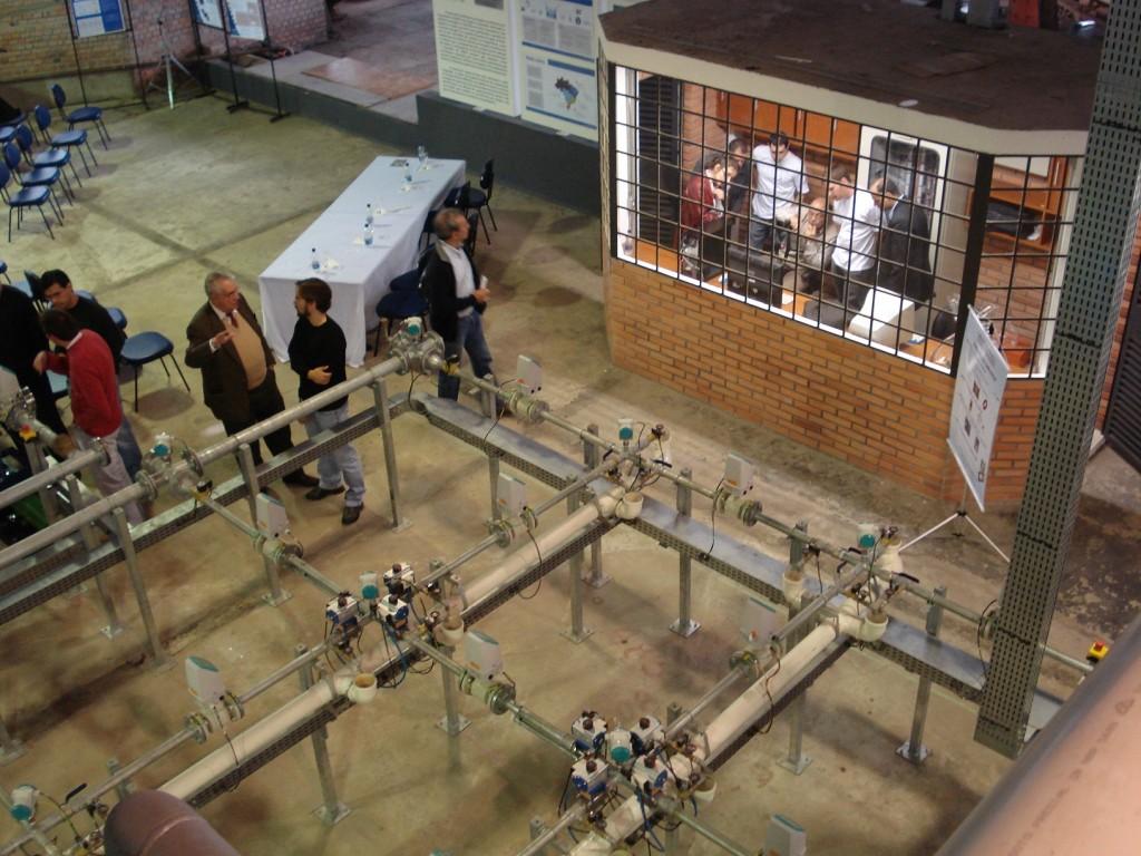 Sala de controle contendo o servidor e o CLP localizada ao lado do laboratório