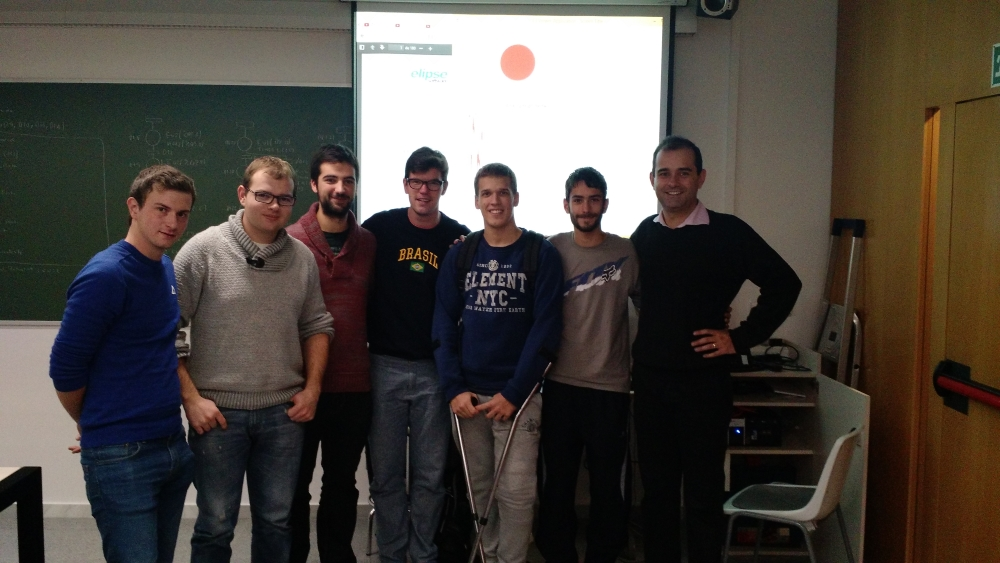 Ricardo Alexandre Diogo to the right, alongside UVic-CC's students