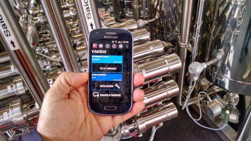 Diretor da Berelsoft demonstrou como é possível monitorar a recepção de líquidos e controlar bombas através de um celular via Elipse Mobile
