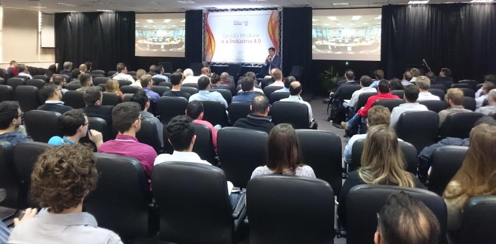 Palestra contou com uma boa presença de público que quase lotou o Salão Nobre da ACIJ (Associação Empresarial de Joinville)