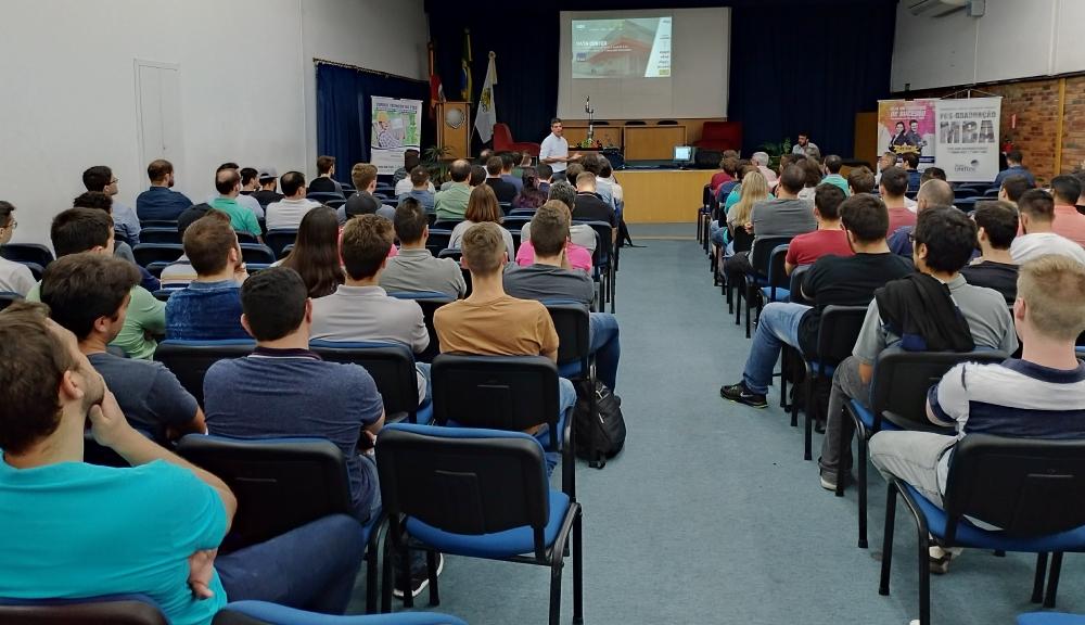 Um total de 80 participantes compareceram no evento realizado na Uniftec, em Caxias do Sul